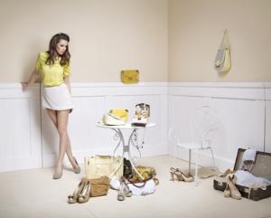 Jeune femme classe et à la mode