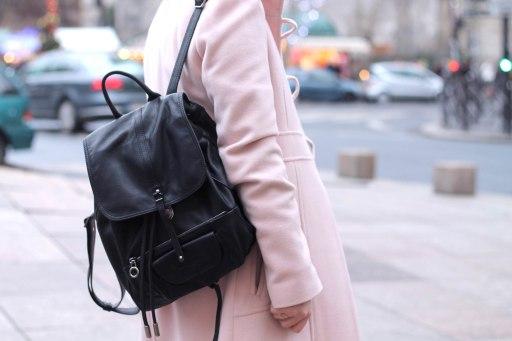 Un joli sac à dos Lancaster porté par Elodie du blog @Elodieinparis